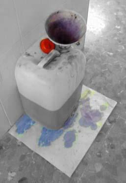 Los embudos de seguridad evitan la propagación de los gases tóxicos emitidos por los reactivos